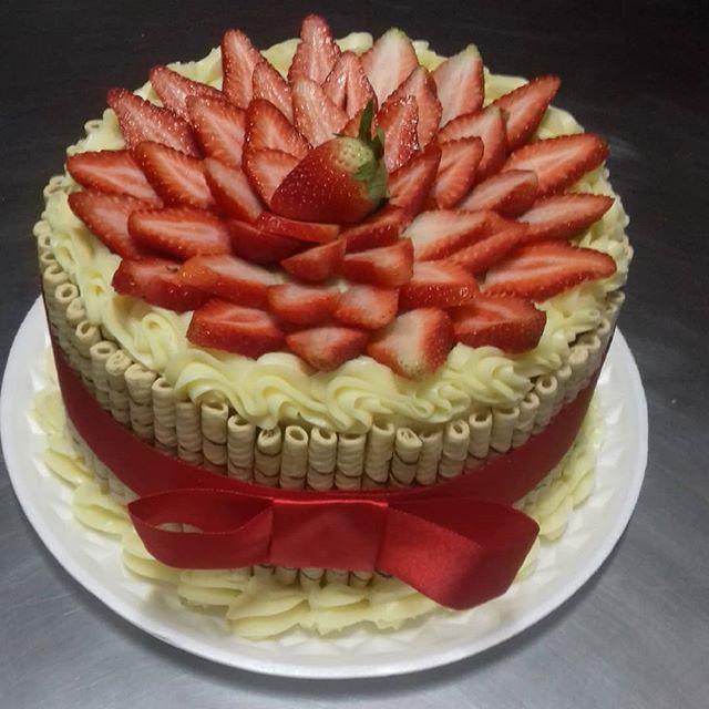 Torta Tubetes - Gilda Cakes Bolos Florianópolis